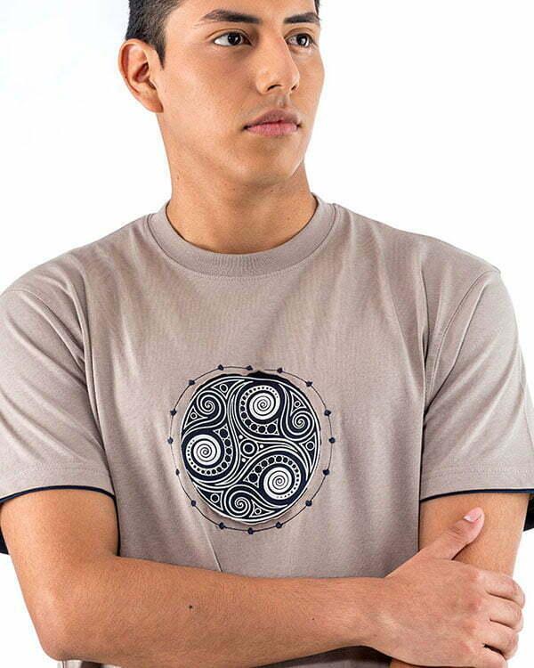camiseta managa corta gris trisquel naturalmente relieve bordado NM9GR2